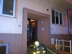 Snímek ze zásahu hasičů u požáru bytu v centru Ostravy.