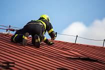 Více než sedm desítek událostí spojených se silným větrem řešili s příchodem víkendu moravskoslezští hasiči.