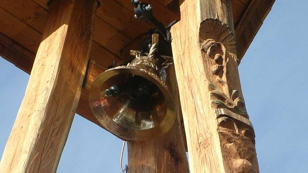 Zvonice na Švýcárně je maják a zároveň památník obětem hor.