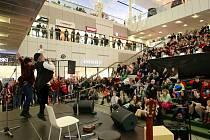 Super finále soutěže LET THE WORLD COME TO YOU ve Fóru Nová Karolina v Ostravě.