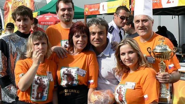 Vítězný tým soutěže Grilmánie z Karviné