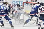 Utkání 36. kola hokejové extraligy: HC Vítkovice Ridera - HC Kometa Brno, 18. ledna 2019 v Ostravě. Na snímku (střed) brankář Brna Karel Vejmelka a Jan Schleiss.