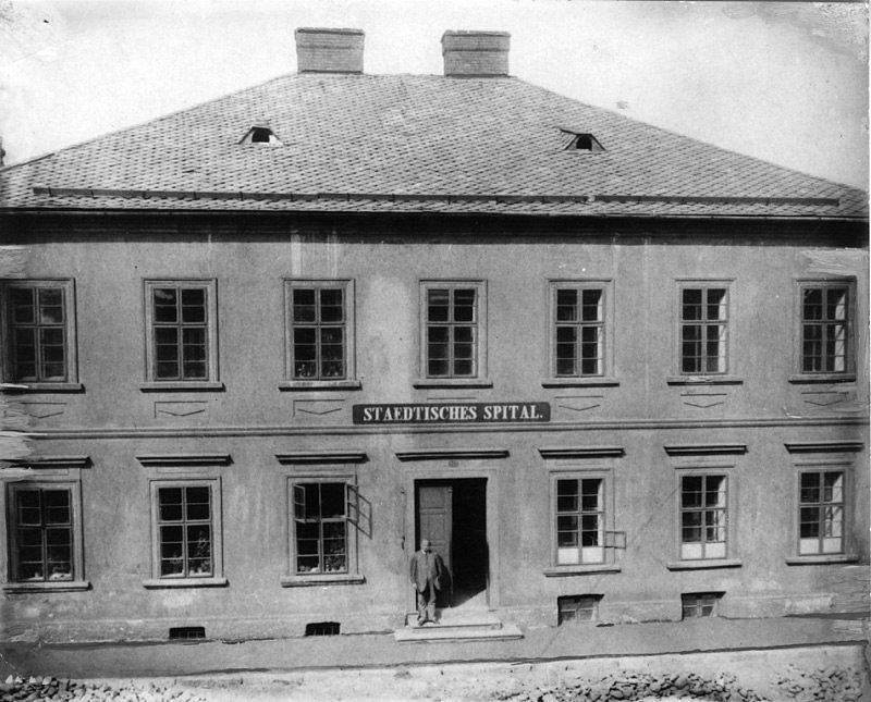 V roce 1848 byla v Moravské Ostravě otevřena první nemocnice. Stála v tehdejší Mostní ulici.