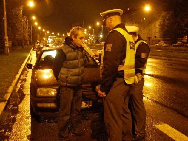 Policisté zkontrolovali během osmi hodin na pět set aut.