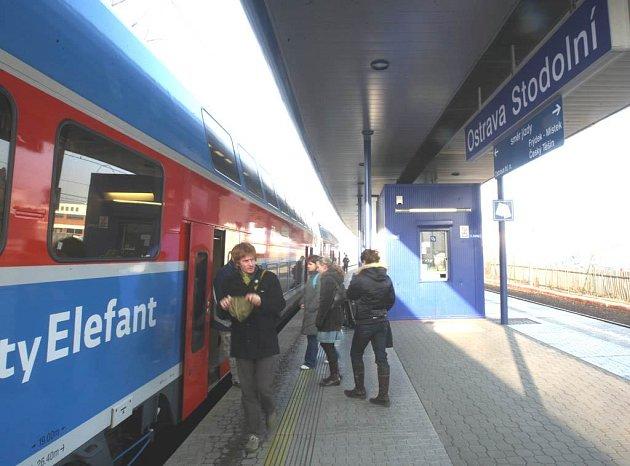 Na příjezd jednoho z vlaků jsme se zašli podívat na Stodolní a zeptali se na zkušenosti jednoho z cestujících z Opavy