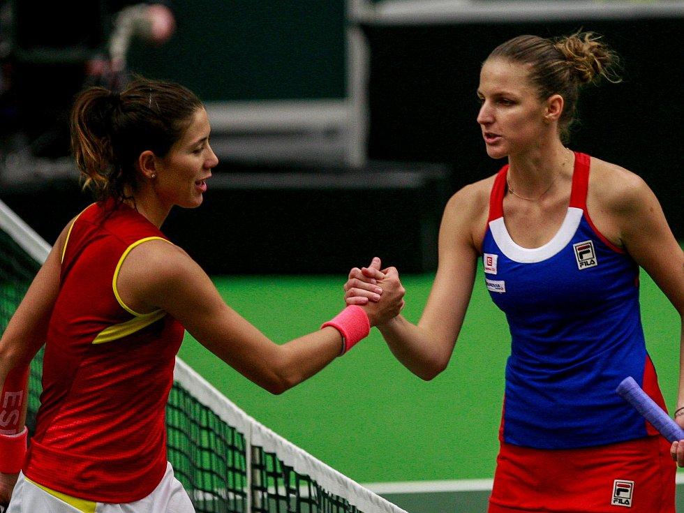 Karolína Plíšková (vpravo) porazila Garbiňe Muguruzaovou.