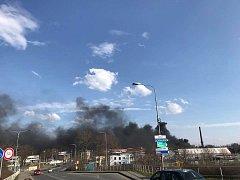 Černý dým nad Ostravou na snímcích uživatelů Facebooku.