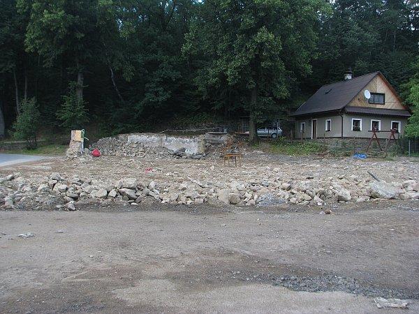 Tradiční malenovická hospoda vposlední době chátrala. Proto byla zbourána a místo ní vyroste nový podnik.