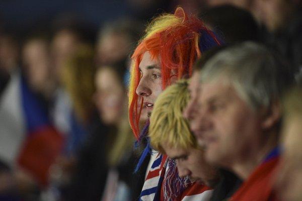 Fanoušci vOstravě tleskali, byť čeští hokejisté prohráli sRuskem vdruhém zdvojice utkání Euro Hockey Tour 2:4. Ve vzájemných duelech se sbornou si připsali po pěti úspěších za sebou první prohru.