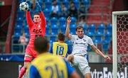I. liga, 4. kolo, FC Baník - FK Teplice: 3 : 3, na snímku vlevo Tomáš Grigar, vpravo Tomáš Poznar