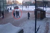 Na záběrech kamer sledovaný mladý pár.