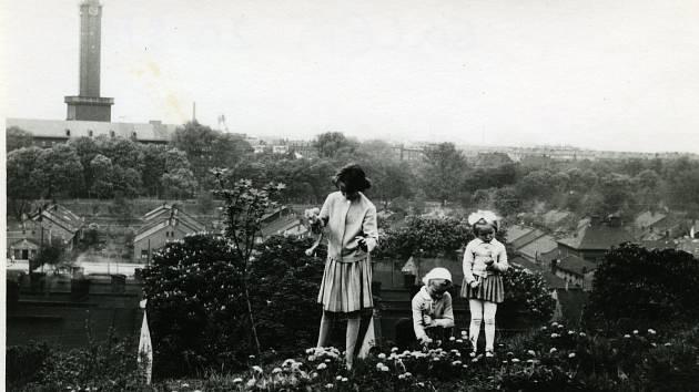 Jedna ze stovek došlých fotografií zachycuje Slezskou Ostravu nad Kamencem, 60. léta 20. století.