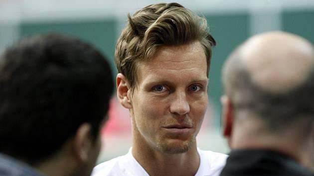 Čeští tenisté se od pondělka připravují v ostravské ČEZ Aréně na utkání prvního kola Davisova poháru s Nizozemskem.