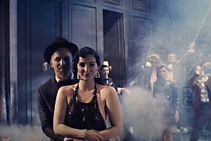 Tomáš Klus a Kateřina Marie Fialová v klipu k písni Vánoční čas.