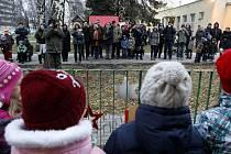 Ke zpívání koled se ve středu 11. prosince v předstihu připojila i i Mateřská škola Adamusova v Ostravě-Hrabůvce. A Deník byl u toho (-: