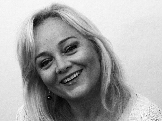 Eva Dřízgová-Jirušová na civilním snímku.