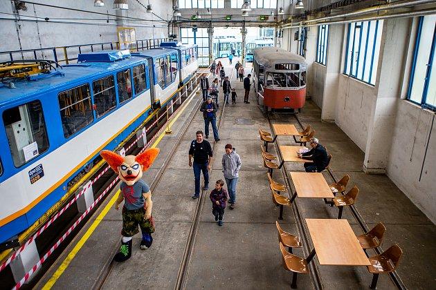 Den ostravských dopraváků, připomínka výročí 125let městské hromadné dopravy vOstravě a 70let od vzniku ostravského dopravního podniku vOstravě.