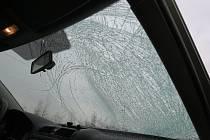 Takto dopadl řidič osobního vozidla, na jehož auto v Ostravě dopadl led z protijedoucího náklaďáku.