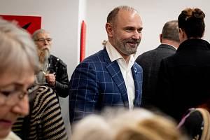Ivan Langer pořádal vernisáž plastik pod názvem Suchobásně v Síti v galerie ZaZa, 28. února 2019 v Ostravě. Na snímku Ivan Langer.