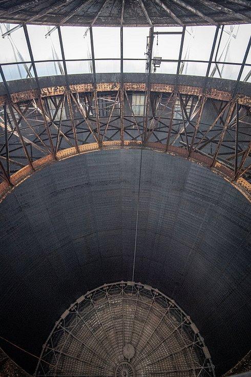 Odborná firma rozebere 84 metrů vysoký plynojem MAN který stojí na ulici 1. máje, snímek z 14. června 2021. Plynojem je už přes 10 let nevyužitý. Vnitřní část plynojemu.