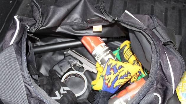 PŘEMEK. To byl krycí název akce, při níž policisté chytili lupiče i s jejich bohatou výbavou před činem.