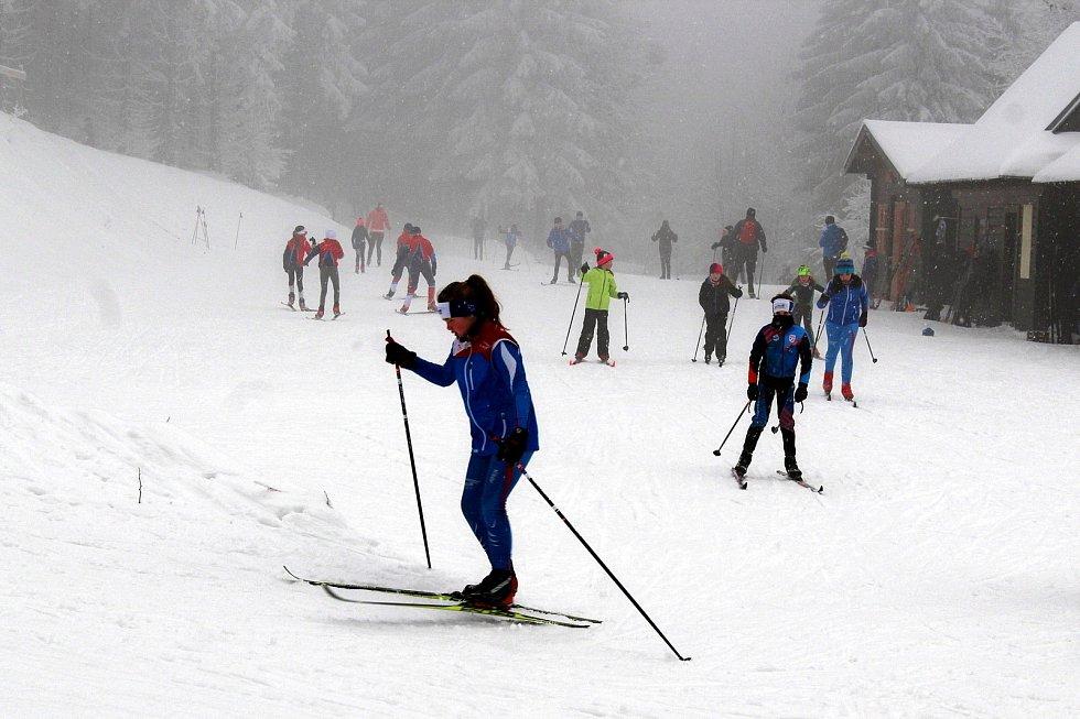 Na Pustevny zamířily v sobotu 9. ledna stovky turistů a desítky běžkařů.