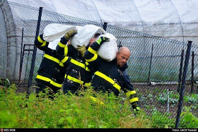 Zásah hasičů ve Staré Vsi.