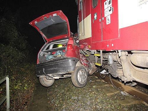 Smrtí pětačtyřicetiletého muže skončila tragická dopravní nehoda, která se stala v úterý nad ránem na železničním přejezdu v Ostravě-Třebovicích.