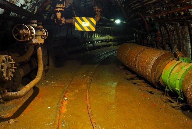 Vodní jáma slouží kochraně stále dobývaných ložisek černého uhlí na Karvinsku.