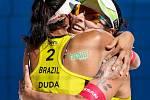 Semifinále žen USA - Brazílie. FIVB Světové série v plážovém volejbalu J&T Banka Ostrava Beach Open, 2. června 2019 v Ostravě. Na snímku (zleva) Eduarda Santos Lisboa Duda (BRA), Agatha Bednarczuk (BRA).