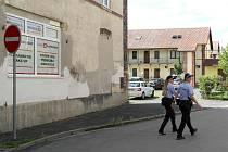 Bendlova ulice v obvodu Mariánské Hory a Hulváky, ukradené lešení, okradení stavaři, odhozené injekce, ale i častá přítomnost hlídek strážníků a snaha těch slušných vystrnadit nepřizpůsobivé, 9. srpna 2021.