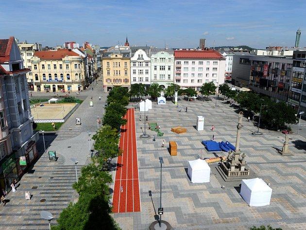 """V olympijském parku na Masarykově náměstí v centru Ostravy se v pátek v 18 hodin zapálí ostravský olympijský oheň a na Černou louku odtud zamíří pestrobarevný """"brazilský"""" průvod."""