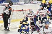 Utkání 32. kola hokejové extraligy: HC Vítkovice Ridera - PSG Berani Zlín, 4. ledna 2019 v Ostravě. Na snímku (střed) Okál Zdeněk a brankář Vítkovic Patrik Bartošák.