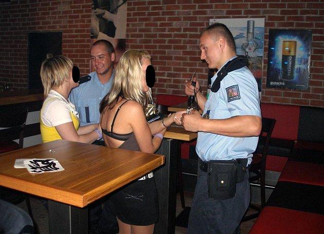 Z razie policistů v restauracích v Ostravě-Porubě