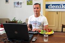 Václav Svěrkoš v redakci Deníku při on-line rozhovoru