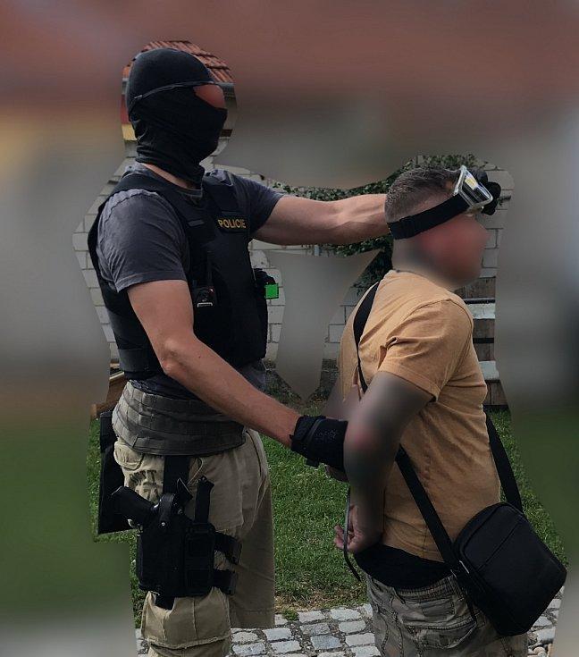 Mezinárodní gang v těchto dnech rozprášila moravskoslezská policie ve spolupráci s polskými kolegy a jihomoravskou zásahovou jednotkou.