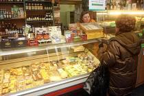 Hned čtyři kontroloři z úřadu Moravské Ostravy a Přívozu se přišli podívat do obchodu se zdravou výživou v centru města.