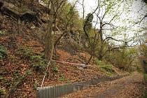 Uzavřená cyklostezka znervózňuje nejen cyklisty a chodce, ale i vedení blízkého Landek Parku.