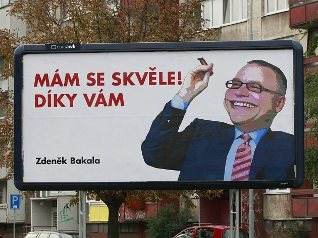 Billboardy s karikaturou Zdeňka Bakaly se objevily na řadě míst Moravskoslezského kraje.