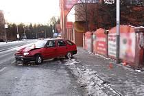 Škodovka vjela na chodník, kde se nacházeli lidé.