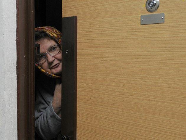 Pokud u vašich dveří zazvoní člověk, který tvrdí, že sestavuje rodokmen rodiny, zavolejte policii.
