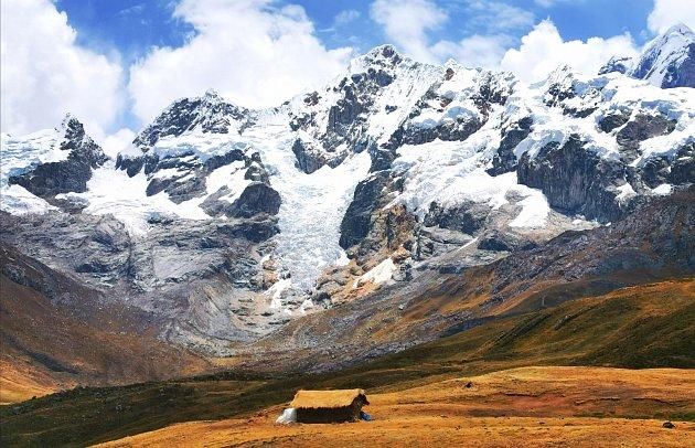 Pohoří Cordillera Huyahuash vPeru.