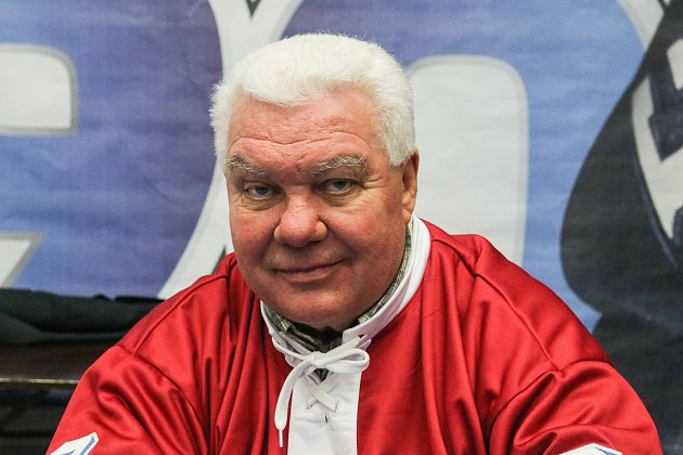 Sedm velkých jmen vítkovické historie - legendy před úvodním buly nedělního zápasu 26.kola extraligy proti Litvínovu pokřtily knihu 90let hokeje ve Vítkovicích. Mezi první a druhou třetinou se konala autogramiáda.