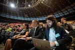 Celostátní fórum České pirátské strany v Dolní Oblasti Vítkovic, 11. ledna 2020 v Ostravě. Na snímku (zleva) Ivan Bartoš a Mikuláš Ferjenčík.