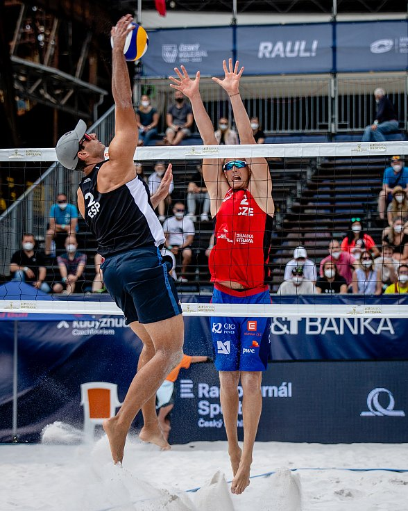 J&T Banka Ostrava Beach Open, 3. června 2021 v Ostravě. César Menéndez Ortego (ESP) a David Schweiner (CZE).