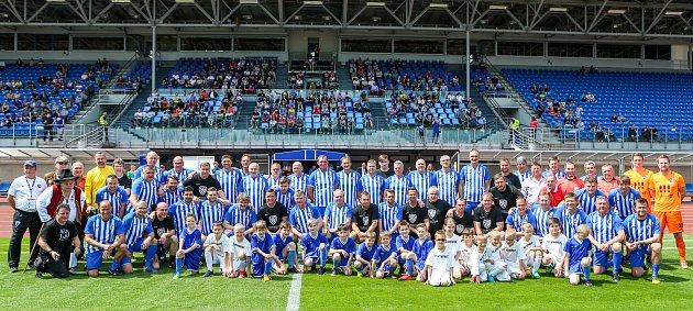 Přátelské fotbalového utkání mezi legendami Vítkovic a Sigi týmem 25.května 2019vOstravě.