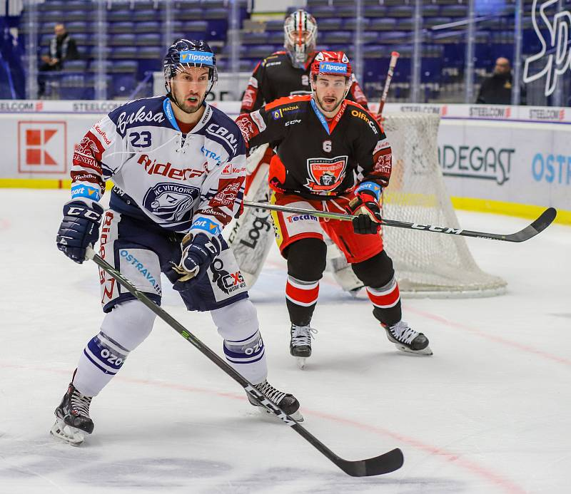 Utkání 39. kola hokejové extraligy: HC Vítkovice Ridera - Mountfield Hradec Králové, 24. ledna 2020 v Ostravě. Na snímku (zleva) Ondřej Roman, Lukáš Cingel.