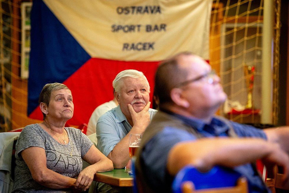 Restaurace Racek v Ostravě-Výškovicích v sobotu 11. května, v čase hokejového zápasu Česko - Norsko (MS v hokeji 2019).