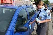 Policisté nabádali řidiče, aby svou roztěkaností nepomáhali vykrádačům zaparkovaných aut