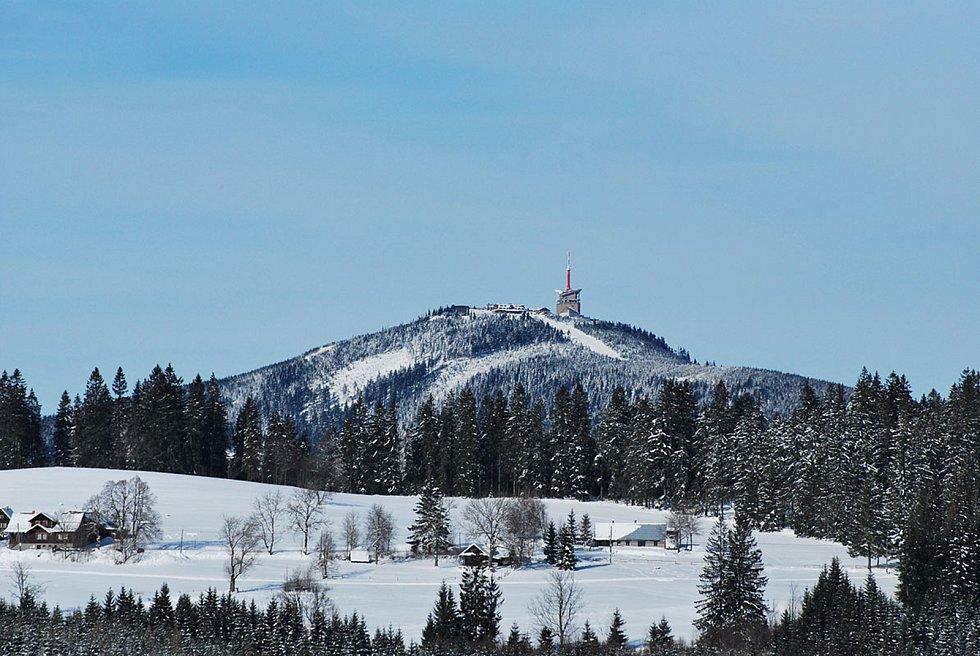 Přelet přes Lysou horu zvládl jediný ze tří balonů. Výhledy na Moravskoslezské Beskydy byly úchvatné.